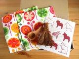 家事が楽しくなる北欧雑貨4点セットI/テーブルマット(ランチョンマット)×2・スポンジワイプ・カフェメジャー・棕櫚の手ほうきS